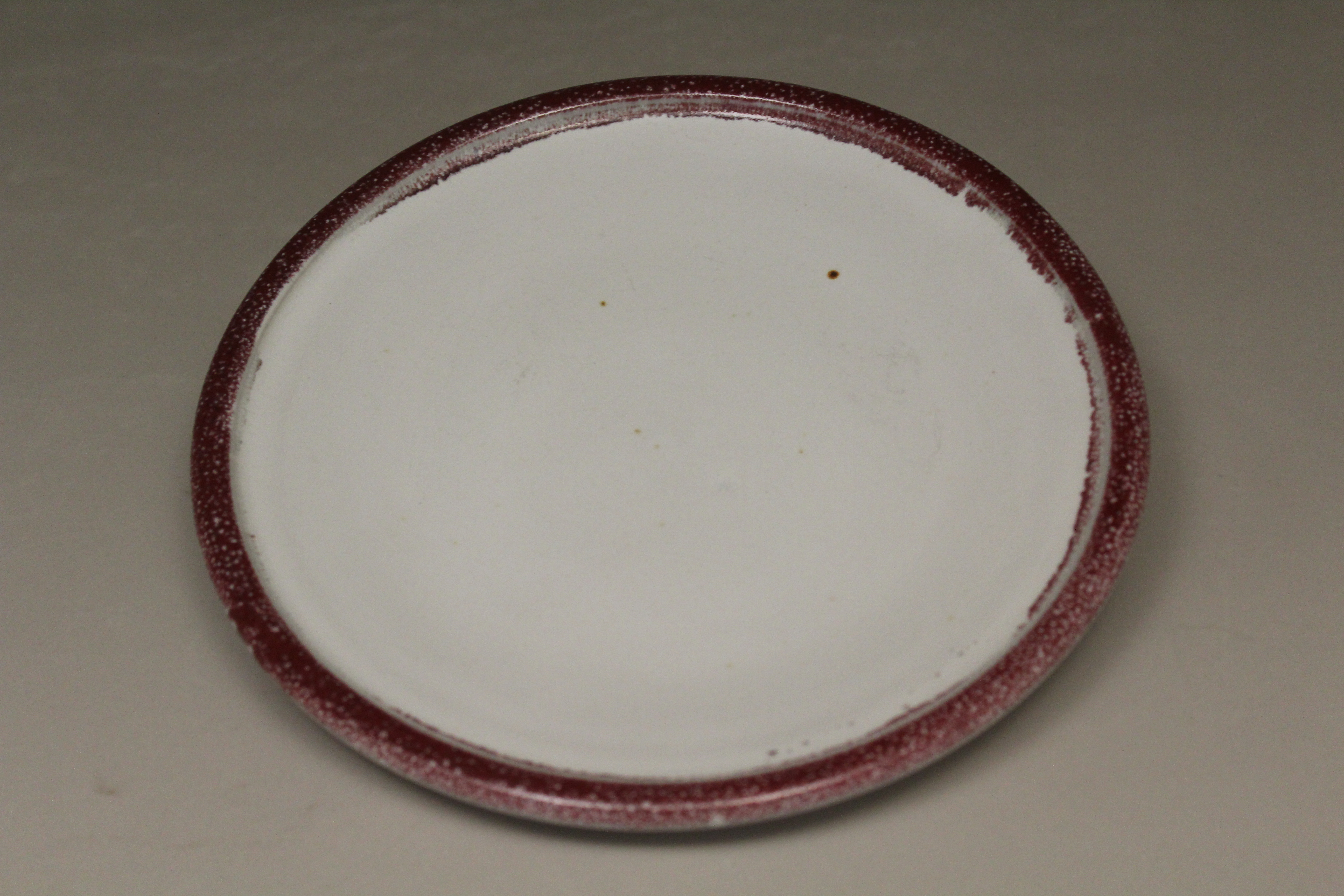 Small Platter Smooth Design in White and Red Glaze